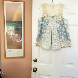 Taylor & Sage Blue and Ivory Sleevelss blouse